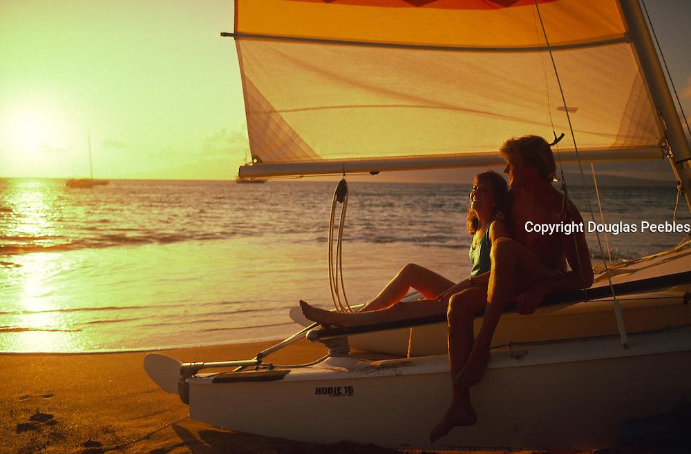 Couple, sunset, Kaanapali Beach, Maui, Hawaii<br />