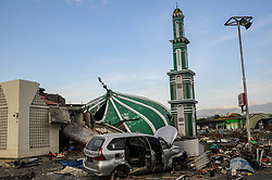 October 4, 2018 - Palu, Indonesia - Ruins of the Baiturrahman Mosque after the earthquake and tsunami. A deadly earthquake measuring 7.7 magnitude and the tsunami wave caused by it has destroyed the city of Palu and much of the area in Central Sulawesi. According to the officials, death toll from devastating quake and tsunami rises to 1,347, around 800 people in hospitals are seriously injured and some 62,000 people have been displaced in 24 camps around the region. (Credit Image: © Hariandi Hafid/SOPA Images via ZUMA Wire)