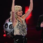 NLD/Hilversum/20120120 - Finale the Voice of Holland 2012, Wendy van Dijk dansend