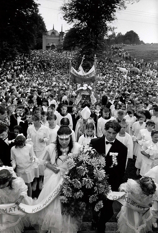 Pilgrimage to Kalwaria Zebrzdowska, Festival of the Assumption. August 15th, 1997. Poland. The origins of the Sanctuary of Kalwaria Zebrzydowska go back to 1601, when Mikołaj Zebrzydowski, erected a chapel dedicated to the Crucifixion of Christ, following a model in chalk of the Chapel of the Holy Cross in Jerusalem.