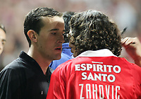 LISBOA 17 OCTOBER  2004: (R to L) ZAHOVIC #10 talking to the assistant referee LUIS TAVARES   , in the, 6¼ leg of the Super Liga, season 2004/2005, match SL Benfica v  FC Porto, held in Luz stadium, 17/10/2004  19:45<br />(PHOTO BY: NUNO ALEGRIA / AFCD)