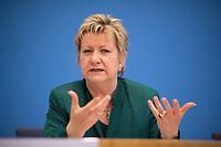 DEU, Deutschland, Germany, Berlin, 08.05.2017: Die Spitzenkandidatin von Bündnis 90/Die Grünen in Nordrhein-Westfalen, Sylvia Löhrmann, in der Bundespressekonferenz.