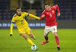 Joakim Mæhle (Danmark) og Robin Quaison (Sverige) under venskabskampen mellem Danmark og Sverige den 11. november 2020 på Brøndby Stadion (Foto: Claus Birch).