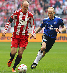 12.03.2011, Allianz Arena, Muenchen, GER, 1.FBL, FC Bayern Muenchen vs Hamburger SV, im Bild Arjen Robben (Bayern #10) und David Jarolim (HSV #14)  , EXPA Pictures © 2011, PhotoCredit: EXPA/ nph/  Straubmeier       ****** out of GER / SWE / CRO  / BEL ******