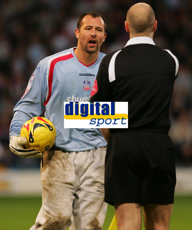 Photo: Frances Leader.<br />Crystal Palace v Sheffield Utd. Coca Cola Championship.<br />05/11/2005.<br />Palaces' goalie Gabor Kiraly argues with the referee for giving a gaol to United that he disagreed