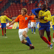 NLD/Amsterdam/20060301 - Voetbal, oefenwedstrijd Nederland - Ecuador, Dirk Kuyt en Geovanny Espinoza