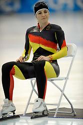 12-02-2010 SCHAATSEN: OLYMPISCHE SPELEN: TRAINING: VANCOUVER<br /> In de vroege ochtend werd de training afgewerkt / Annie Friesinger<br /> ©2010-WWW.FOTOHOOGENDOORN.NL