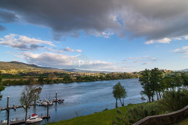 Rio Miño a su paso por Tuy. Pontevedra. Galicia. España. Europa ©Country Sessions / PILAR REVILLA