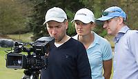 VALKENSWAARD - Golfprofessional ANNE VAN DAM instructie. rechts Gerard Louter, links Cameraman Niels Hooft van GOLF.NL  . COPYRIGHT KOEN SUYK