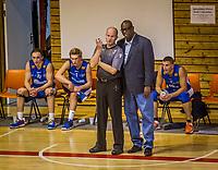 BLNO Basket<br /> Rykkinhallen 01.10.2016<br /> Tromsø Storm - Frøya<br /> <br /> Trener Kenneth Webb prepper dommeren