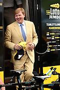 Koning Willem Alexander aanwezig bij Tour de France / King Willem Alexander attends Tour de France<br /> <br /> Op de foto / On the photo:  Koining Willem Alexander op bezoek bij Team Lotto Jumbo
