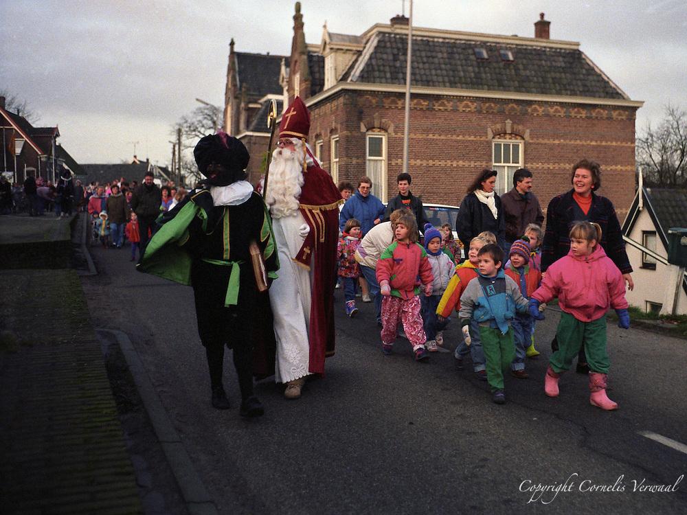 De aankomst van Sinterklaas in Ammerstol, 1991.