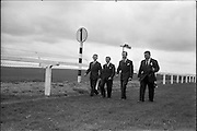 30/06/1962 <br /> 06/30/1962<br /> 30 June 1962<br /> Irish Sweeps Derby at the Curragh Racecourse, Co. Kildare. Wlking the course before the race were (l-r): jockies, G. Starkey; E. Smith; W. Rickaby and Trainer W. Whelan from Epsom.