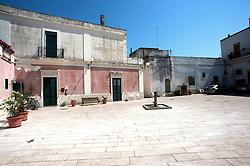 Alessano, centro storico..Vecchia fontana funzionante