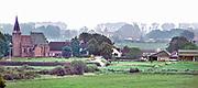 Nederland, Ubbergen, 14-6-2020 Zicht op het dorpje Persingen met haar karakteritieke kerkje in de Ooijpolder vanf de Elysese velden, onderdeel van een stuwwal uit de ijstijd . Lente op het parcours van de walk of wisdom, een pelgrimsroute door het rijk van nijmegen . Foto: Flip Franssen