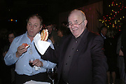 Anthony Holden and Clive James. For One Night Only...Fundraiser For the South Bank Centre. Purcell Room, Royal Festival Hall.4 December  2005. ONE TIME USE ONLY - DO NOT ARCHIVE  © Copyright Photograph by Dafydd Jones 66 Stockwell Park Rd. London SW9 0DA Tel 020 7733 0108 www.dafjones.com