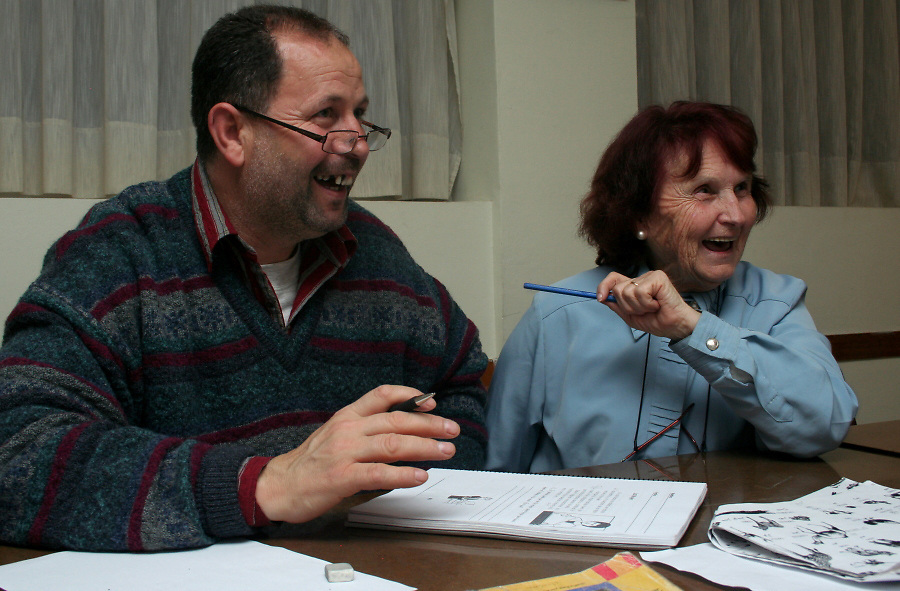 Matilde (Cataluña, Spain; 79), a retired housewife, started attending the classes 20 years ago and is now volunteering in teaching to read and write.