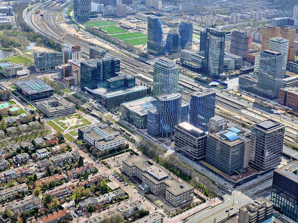 Nederland, Noord-Holland, Amsterdam; 16-04-2021; Amsterdam Zuid, Zuidas met zicht op  Prinses Irenenstraat (voorgrond) en Strawinskylaan, beiden diagonaal. Rechts Parnassusweg. Tussen de hoogbouw de Ring A1o en locatie van het Zuidasdok.<br /> Amsterdam South, Zuidas with a view of Prinses Irenestraat (foreground) and Strawinskylaan, both diagonally. Right Parnassusweg. Between the high-rise buildings, the Ring A10 and the location of the Zuidasdok.<br /> <br /> luchtfoto (toeslag op standard tarieven);<br /> aerial photo (additional fee required)<br /> copyright © 2021 foto/photo Siebe Swart