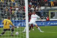 Livorno 17-4-05<br />Livorno Fiorentina Campionato serie A 2004-05<br />nella  foto il secondo gol di Cristaino Lucarelli<br />Foto Snapshot / Graffiti