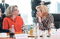 27 FEB 2019, BERLIN/GERMANY:<br /> Svenja Schulze (L), SPD, Bundesumweltministerin, und Julia Kloeckner (R), CDU, Bundeslandwirtschaftsministerin, im Gespraech, vor Beginn der Kabinettsitzung, Bundeskanzleramt<br /> IMAGE: 20190227-01-021<br /> KEYWORDS: Kabinett, Sitzung, Gespräch, Julia Klöckner