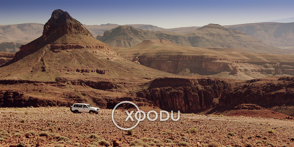 4WD in Tizi-n-Tazazert mountain pass, Tizi-n-Tazazert mountain pass, Morocco (November 2006)