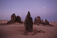landscape in the sahara - al hoggar - Algeria - photograph by Owen Franken