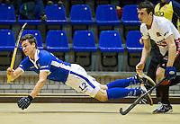 ROTTERDAM - Sander de Wijn (l) van Kampong in aktie tijdens de  finale zaalhockey om het Nederlands kampioenschap tussen de  mannen van Amsterdam en Kampong. Kampong wint met 3-2. rechts Nicki Leijs. ANP KOEN SUYK