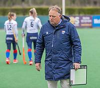 BLOEMENDAAL -  coach Jeroen Visser (Bldaal)  met Cis van de Salm (Bldaal) tijdens de hoofdklasse hockeywedstrijd dames, Bloemendaal-SCHC (1-4) .  COPYRIGHT  KOEN SUYK