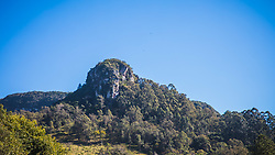 """O Morro Itacolomi ou Pico do Itacolomi é uma formação rochosa de arenito localizada no município de Gravataí, no RS. É um dos símbolos da cidade, figurando em seu brasão. De origem tupi, o termo """"Itacolomi"""" significa """"guri de pedra"""", através da junção dos termos itá (pedra) e kunumĩ (guri). Situa-se a cerca de 12 km do centro da cidade. Foto: Marcos Nagelstein/ Agência Preview"""