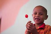 Barro Alto_GO, Brasil...Menino com um pirulito em Barro Alto, Goias...A boy with lollipop in Barro Alto, Goias. ..Foto: MARCUS DESIMONI / NITRO