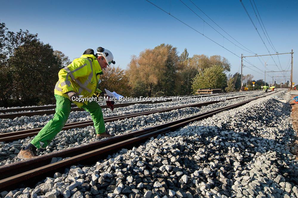 den bosch, deze week is het spoor nijmegen -denbosch afgesloten voor de reguliere treindiensten. e4lke rail wordt geinspecteerd en genummerd