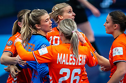 Tess Wester of Netherlands, Danick Snelder of Netherlands, Bn26/, Larissa Nusser of Netherlands during the Women's EHF Euro 2020 match between Netherlands and Germany at Sydbank Arena on december 14, 2020 in Kolding, Denmark (Photo by RHF Agency/Ronald Hoogendoorn)