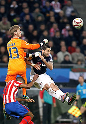 12.05.2010, Hamburg Arena, Hamburg, GER, UEFA Europa League Finale, Atletico Madrid vs Fulham FC im Bild.Atletico de Madrid's David De Gea against Fulham's Clint Dempsey. EXPA Pictures © 2010, PhotoCredit: EXPA/ nph/  Alvaro Hernandez / SPORTIDA PHOTO AGENCY