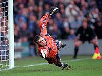Neil Sullivan (Tottenham) dives in vain as another Chelsea goal flies in. Chelsea v Tottenham Hotspur. FA Premiership 28/10/00. Credit: Colorsport / Andrew Cowie.