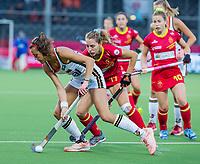 ANTWERPEN -  Selin Oruz (Ger) met Cristina Guinea (Esp)   tijdens halve finale vrouwen, Spanje-Duitsland ,  bij het Europees kampioenschap hockey.  COPYRIGHT KOEN SUY