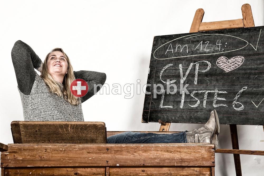 Janine Bours, Kandidatin CVP Liste 6 des Kanton Zuerich, posiert fuer ein Foto in historischen Schulbaenken am 18. Maerz 2015 in Thalwil. (Photo by Patrick B. Kraemer / MAGICPBK)