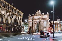 THEMENBILD - Strassenverkehr an der Triumphpforte am Abend, aufgenommen am 23. Jänner 2021 in Innsbruck, Oesterreich // Road traffic at the Triumphal Arch in the evening in Innsbruck, Austria on 2021/01/23. EXPA Pictures © 2021, PhotoCredit: EXPA/ JFK