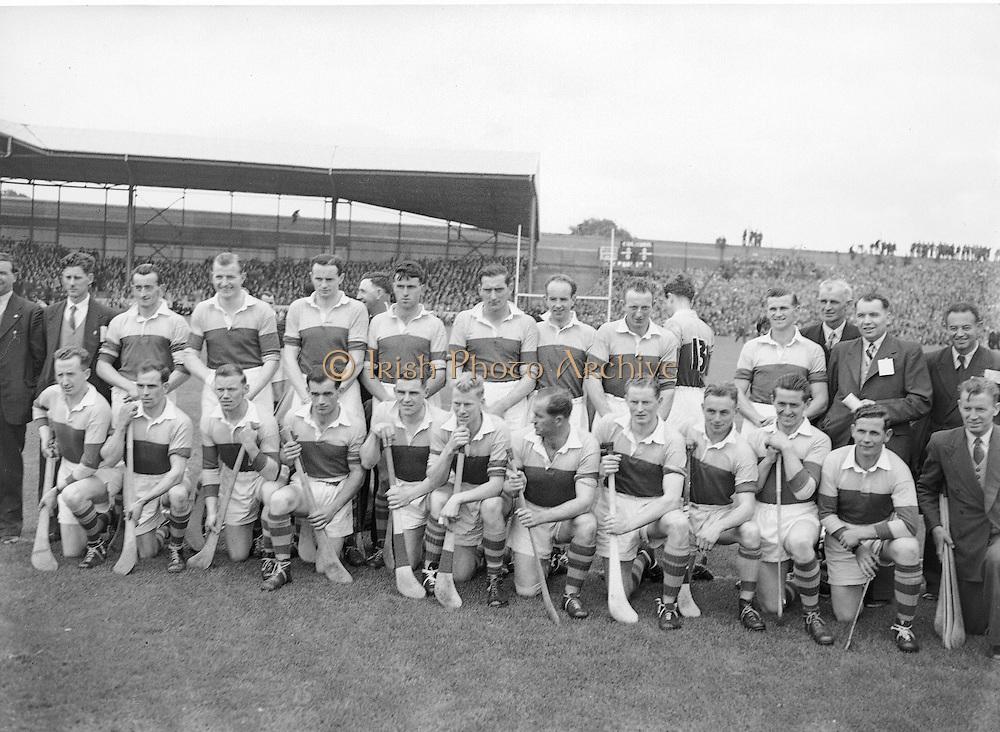 Neg No:.594/8096-8100,.5091954AISHCF,..05.09.1954, 09.05.1954, 5th September 1954,.All Ireland Senior Hurling Championship - Final,...Cork.1-9,..Wexford.1-6,..Kerry Team (runners up),..Back row (from left),.Martin Flood, Nicky Rackard, Bobbie Rackard, Jim Morrissey, Nick O'Donnell, Ted B, Mick O'Hanlon, C O'R, D Hearn, Front row (from left) Jim Russell, Robert Donavan, X, Art Foley, P Kehoe, Ned W, Paddy K, Billy Rackard, X Hearne, Tim Flood, John H,.