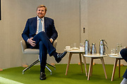 BILTHOVEN, 09-02-2021 ,RIVM<br /> <br /> Koning Willem Alexander tijdens een werkbezoek in het kader van het vaccinatieprogramma COVID-19. De Koning bezoekt achtereenvolgens de XL-vaccinatielocatie in Houten en het Coronabedrijf in Rijnsweerd van de GGD regio Utrecht en het RIVM in Bilthoven.<br /> <br /> King Willem Alexander during a working visit as part of the COVID-19 vaccination program. De Koning will successively visit the XL vaccination location in Houten and the Corona company in Rijnsweerd of the GGD region of Utrecht and the RIVM in Bilthoven. <br /> <br /> Op de foto / On the photo: Koning bezoekt het Logistiek Coördinatiecentrum COVID-vaccinatie bij het RIVM in Bilthoven