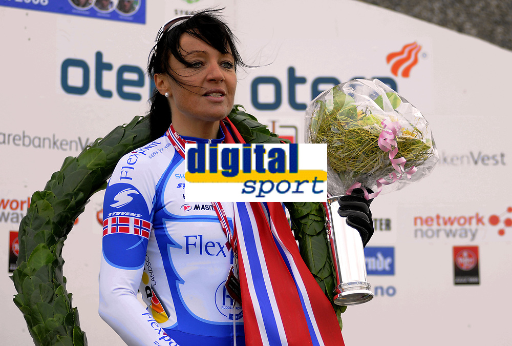 NM Sykkel Bergen<br /> 26.Juni 2008<br /> Kvinner senior<br /> Tempo 29,4 km<br /> Anita Valen-De Vries , Team Flexpoint / Grenland SK vant kongepokalen<br /> Foto : Astrid M. Nordhaug