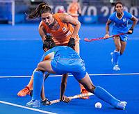 TOKIO -  Malou Pheninckx (NED) met Navjot Kaur (IND) tijdens de wedstrijd dames , Nederland-India (5-1) tijdens de Olympische Spelen   .   COPYRIGHT KOEN SUYK