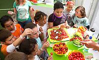 DEN HAAG - WK Hockey; Promodorp; Greenhouse , Westland, gezonde voeding. Kinderen op de stand. COPYRIGHT KOEN Suyk