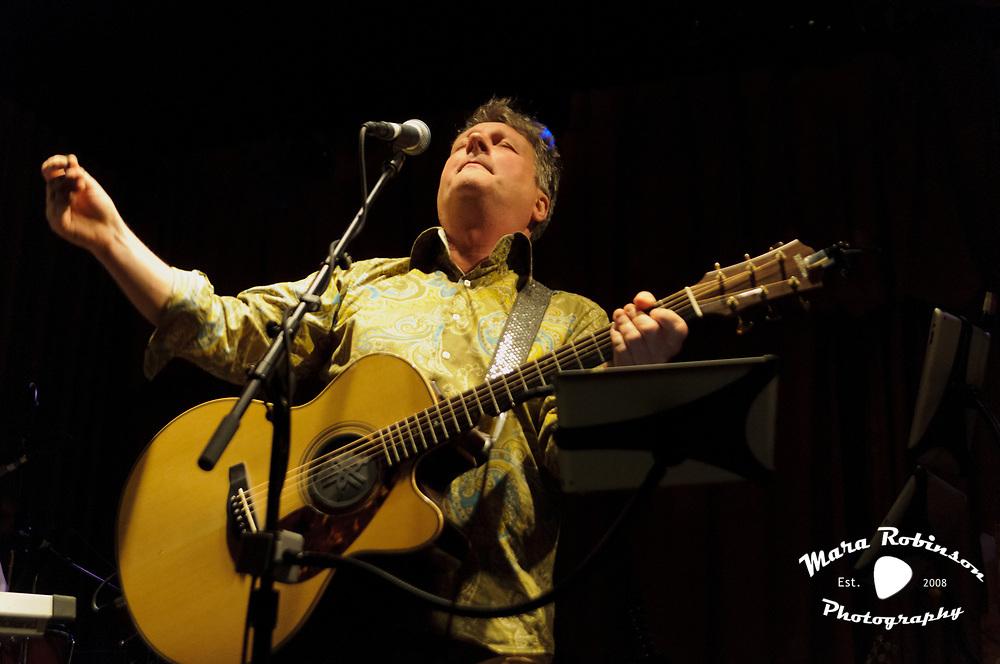 Glenn Tilbrook, Squeeze, at Beachland Ballroom concert photography by Cleveland music photographer Mara Robinson Photography