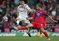 Photo: Lee Earle.<br /> Crystal Palace v Hull City. Coca Cola Championship. 06/10/2007. Hull's Dean Marney (L) battles with Carl Fletcher.