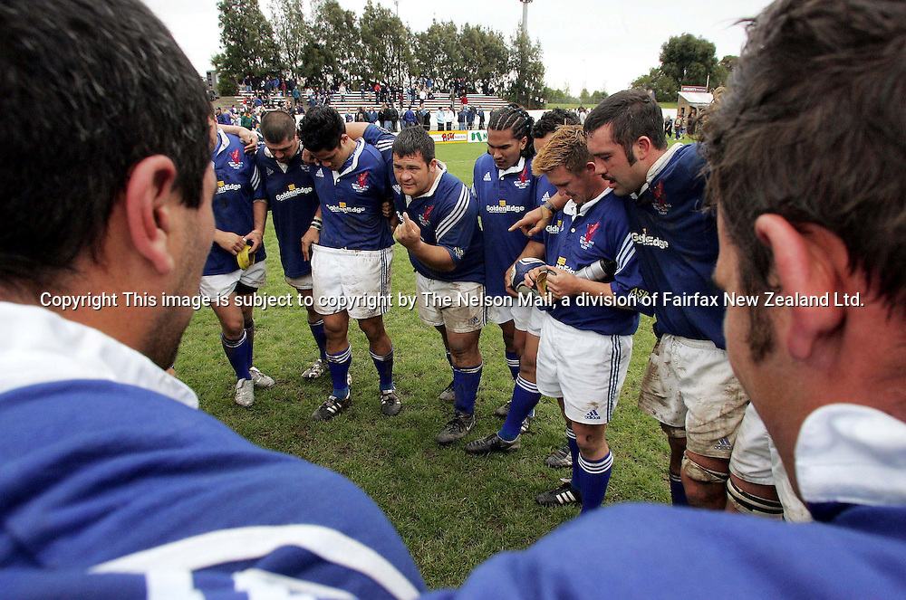 Nelson Bays captain Gavin Briggs, centre talks to the Nelson Bays players after the second-half of the NPC division two semi-final rugby game against North Otago at Trafalgar Park, 9 October 2004.<br />Nelson Bays won 32-15. <br />Photo : Martin de Ruyter The Nelson Mail / Photosport