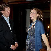 NLD/Amsterdam/20100328 - Veiling voor Engelen van Oranje, Lonneke Rotmans en directeur SOS kinderdorpen Marcel Beerthuizen