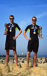 23-07-2013 VOLLEYBAL: BEACH TEAM HOLLAND: SCHEVENINGEN <br /> Beach Team Holland selectie 2013 / Wereldkampioenen Robert Meeuwsen en Alexander Brouwer<br /> ©2013-FotoHoogendoorn.nl