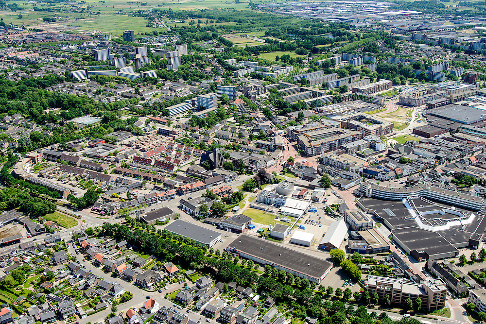 Nederland, Utrecht, Veenendaal, 09-06-2016; centrum van Veenendaal, met onder andere winkelcentrum De Scheepjeshof. <br /> City centre Veenendaal.<br /> The beginning of traffic jam at junction Hoevelaken.<br /> aerial photo (additional fee required);<br /> copyright foto/photo Siebe Swart