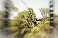 13-02-2016 -  Foto: Gorgeglide Cullinan Extreme Ziplining: Superman. Genomen bij Muningi Gorge in Cullinan, Zuid-Afrika. Adventure Zone biedt met Gorgeglide Cullinan Xtreme ziplining met 4 afdalingen over het Muningi Gorge ravijn. Met een verval tot 75 meter kunnen snelheden rond de 90 km per uur worden gehaald. Het record staat op 121 km per uur.