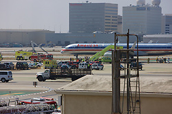 American Airlines Boeing 757 Airplane Emergency Evacuation At LAX Airport After Smoke Was Detected In The Cabin On A Flight To Honolulu